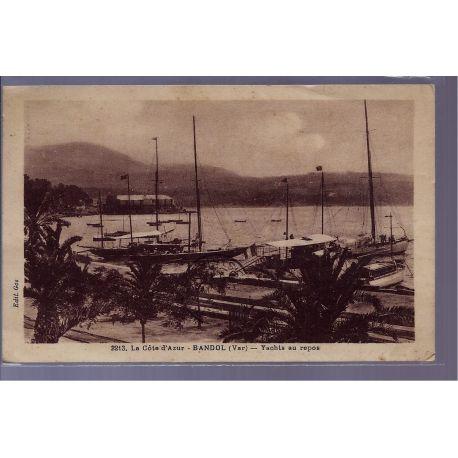 83 - Bandol - Yachts au repos - Voyage - Dos divise