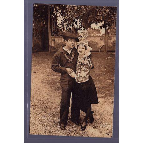 85 - Couple de danseurs du groupe folklorique de Vendee - Non voyage - Dos