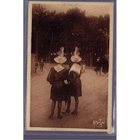 85 - La Rochelle - Costumes sablais - Non voyage - Dos non divise