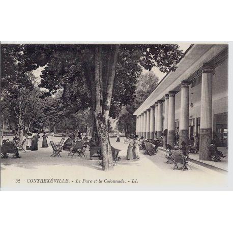 Carte postale 88 - Contrexeville - Le parc et la Colonnade