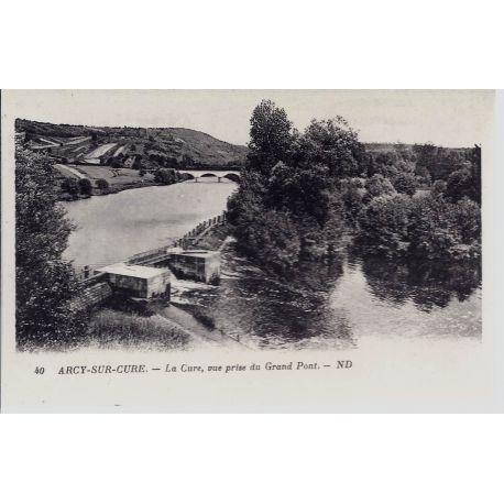 Carte postale 89 - Arcy/Cure - La cure prise du Grand Pont