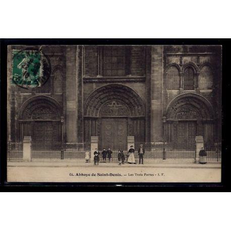 93 - Abbaye de St-Denis - les Trois Portes - Voyage - Dos divise