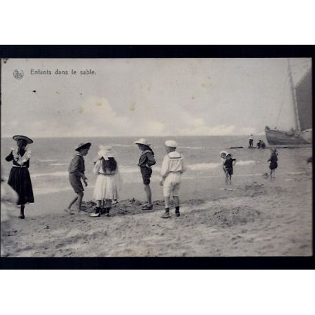 Belgique - A la mer - Enfants dans le sable