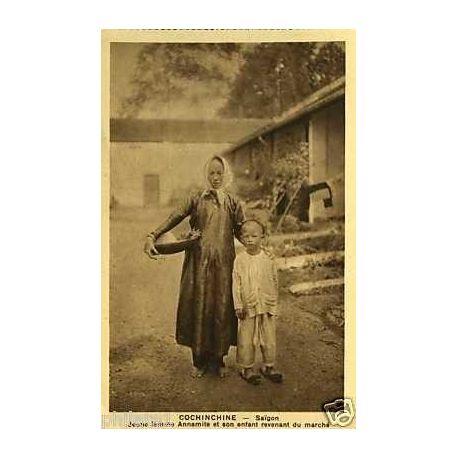Cochinchine -Saa¯gon -Jeune femme annamite et son enfant