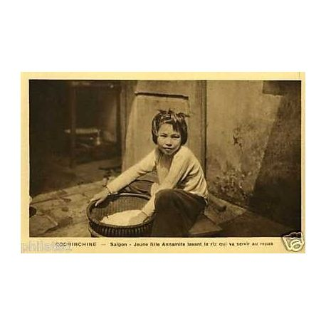 Cochinchine -Saigon -Jeune fille annamite lavant le riz