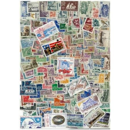 St Pierre - 25 verschiedene Briefmarken
