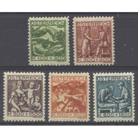 Briefmarke Sammlung Österreich N° Yvert und Tellier 326/330 neun mit Scharnier